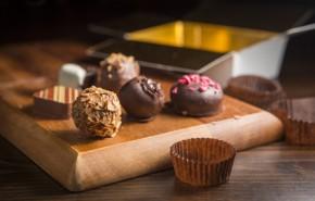Süßspeisen wie Pralinen, Desserts und mehr